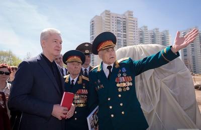 Мэр Москвы Сергей Собянин принял участие в церемонии закладки камня под строительство парка в честь 70-летия Победы