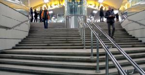 В ближайшие два года в Москве более 150 переходов оборудуют тёплыми ступенями