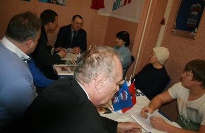После того, как прием был окончен, члены партии, ее сторонники и активные жители за «круглым столом» подвели итоги дня