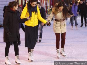 В районе Орехово-Борисово Южное бесплатно кататься  на коньках теперь можно каждую субботу