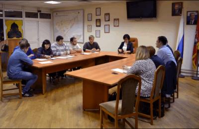Молодежная палата и муниципальные депутаты на заседании