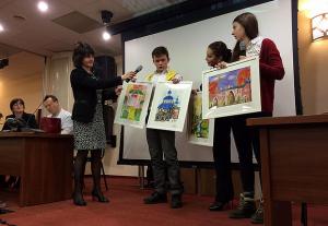 В рамках проекта Вахта милосердия школьники района Орехово-Борисово Южное подарили картины детям