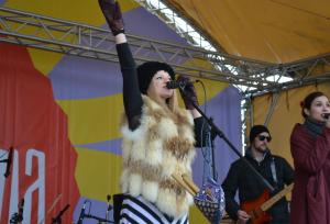 После игрищ на сцене для гостей выступили инди-фолк группа из Санкт-Петербурга Malinen