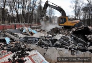 В районе Орехово-Борисово Южное демонтировали старую табачную фабрику