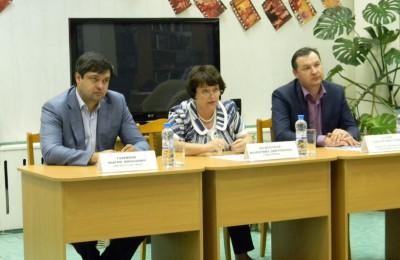Глава управы Валентина Козельская на встрече с жителями