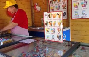 """Торговая лавка фестиваля """"Московское мороженое"""""""