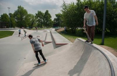 """Скейтбордисты в парке """"Садовники"""""""