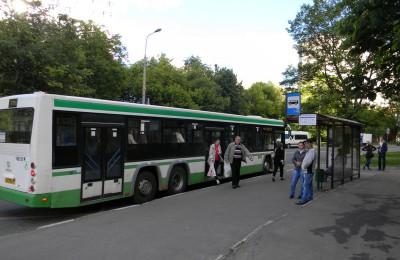 Остановка общественного транспорта в районе Орехово-Борисово Южное
