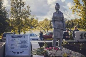 Памятник женщинам-героям обороны Москвы