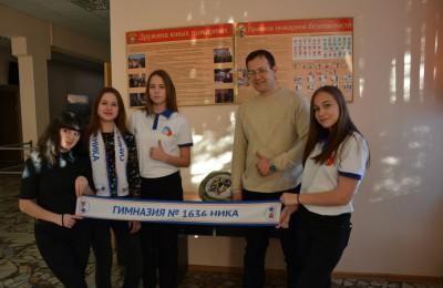 В этот раз инициатор движения, депутат Максим Демченков вместе с ребятами провел акцию в гимназии №1636 «Ника»