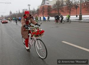 Участники зимнего велопарада