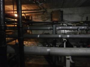 Система трубопроводов в одном из домов района