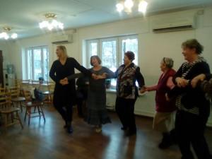 Участники танцевального вечера в центре социальных услуг