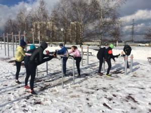 Участники тренировки бегового клуба