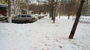 Территория двора после очистки от снега