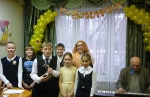 Музыкальный концерт в честь 8 Марта провели для получателей соцуслуг