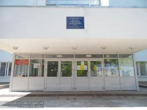 Главный вход поликлиники №12
