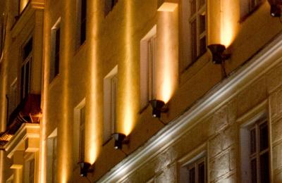 Здание с подсветкой в Москве
