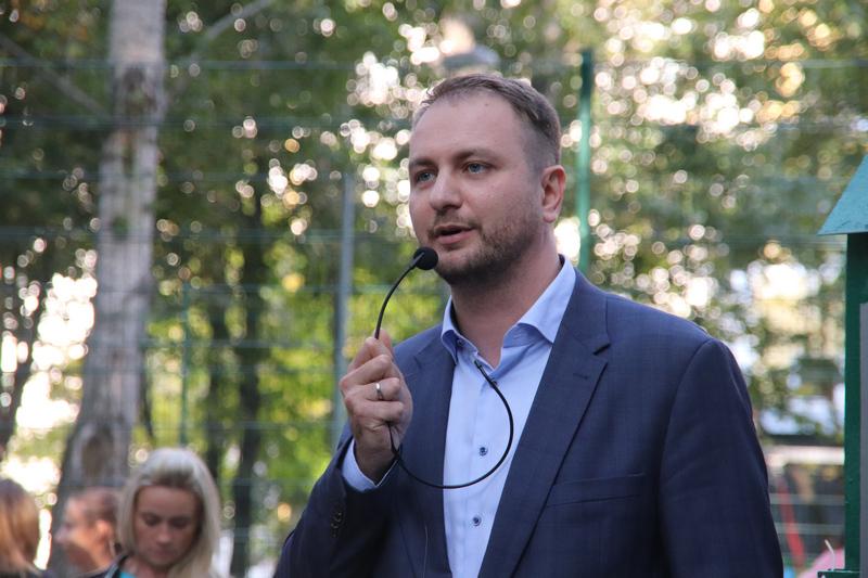 Кирилл Щитов, Вера Лев, дворовая зона, игровая площадка, дети