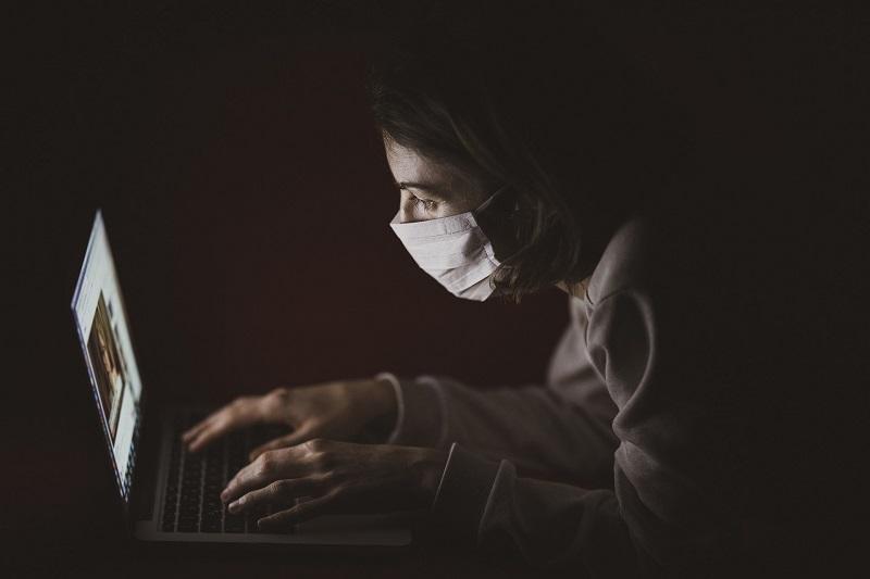 коронаврус, самоизоляция, ноутбук, гаджет, онлайн