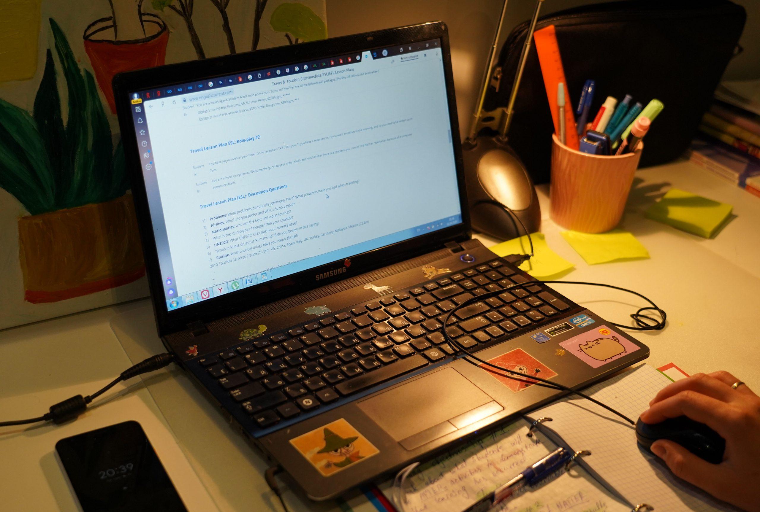 Работники библиотеки №146 объявили о старте онлайн-квеста «Сказки для взрослых: новое расследование». Фото: Денис Кондратьев